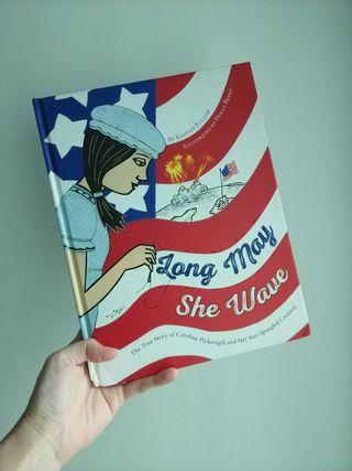 🌟17年出版🌟 Long May She Wave ( hardback )