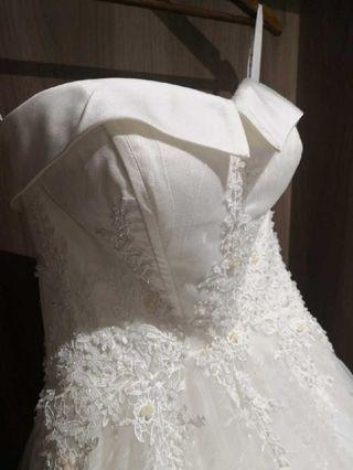 95% new simple and elegant  heart shape  wedding gown with chapel train  大拖尾婚紗