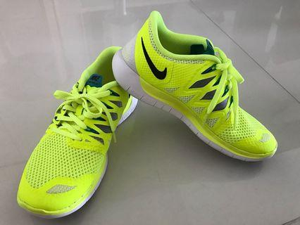 Nike woman sports shoes
