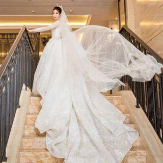 95% New super elegant Swarovski bling bling wedding gown  with heavy lace  and chapel train veil not included 華麗大拖尾婚紗