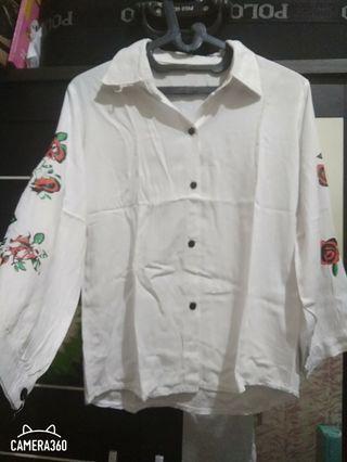 Kemeja Putih sablon bunga