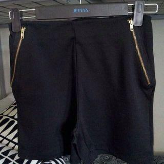 🚚 Zara Basic Black Zipper Shorts  WITHOUT POCKETS