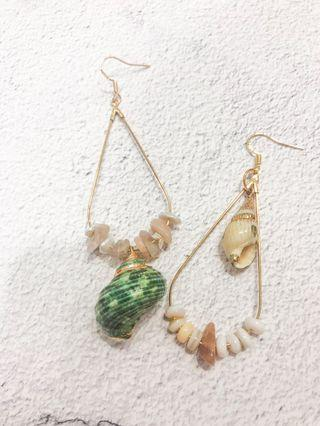 Clarette Asymmetrical Seashell Earrings