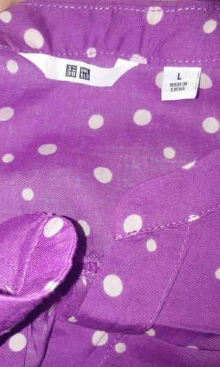 blouse uniqlo polkadot ungu