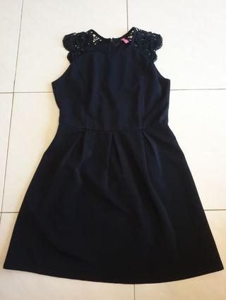 🚚 Navy Blue Dress With Lace