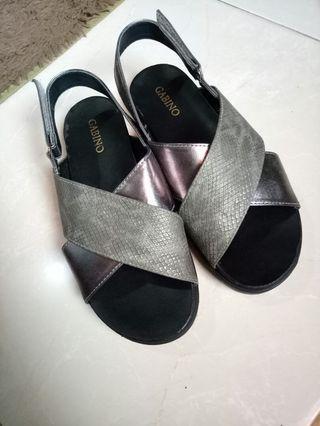 Sepatu sendal Gabino