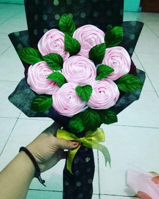 Bouquet Flowers satin