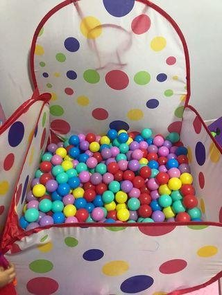 🚚 Ball Pit with plastic balls