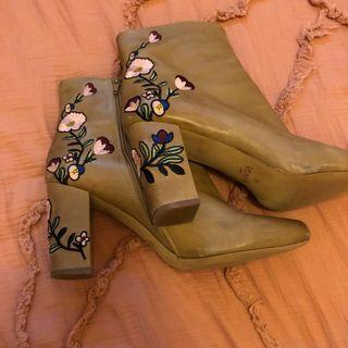 Wittner Floral Boot size 42