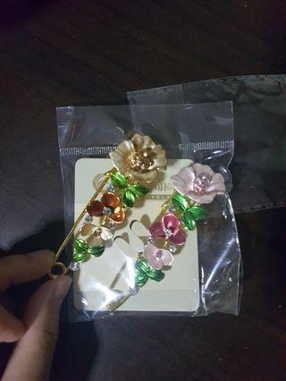 🚚 BNIP Floral brooch