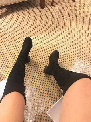 Boots knee length
