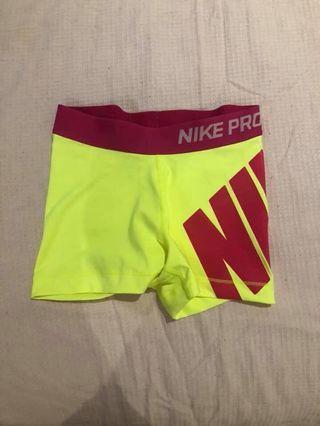 Nike pro size xs