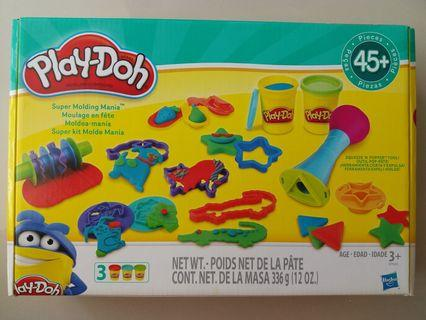 Playdoh : 45 pcs (includes 3 tubs of playdoh)
