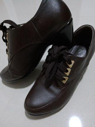 🚚 Genuine cow leather shoes