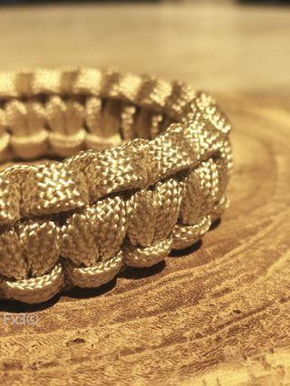 🚚 Cobra Paracord Bracelet with Gold Buckle