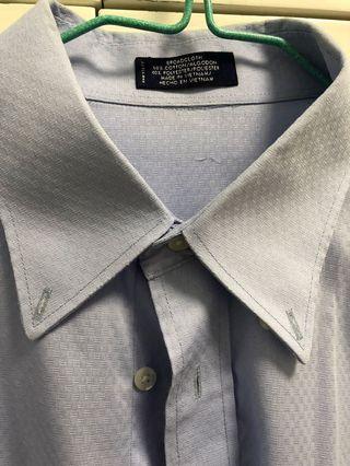 Light blue shirt.  90% new。淺藍色恤衫,九成新
