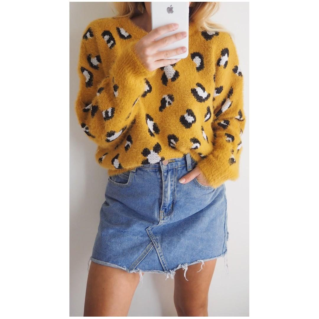 AFTERPAY AVAILABLE - LEO CROPPED SWEATER - S/M - M/L