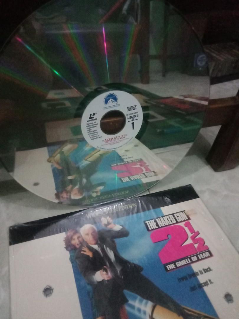 Laser disc komedi naked gun 2 1/2