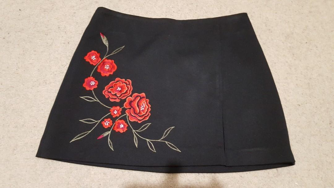 Sexy floral black skirt