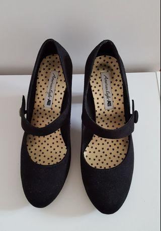American Eagle: Black Suede Rounded Toe Pumps/Heels