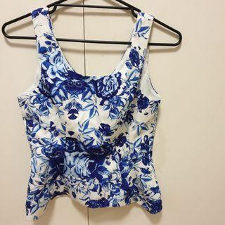 Floral top, size 8