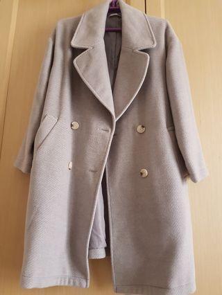 🚚 灰色大衣