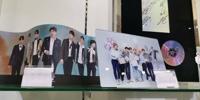 Bt21 bts VT poster x table top stand