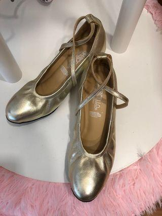 🚚 Ballroom dancing shoes
