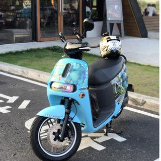 Gogoro 2 Plus 藍色毛怪彩貼 贈品價值超過兩萬元 超高CP值 車在高雄  酷鴨包膜 送手機架 Y架