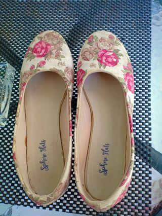 Flower flat shoes