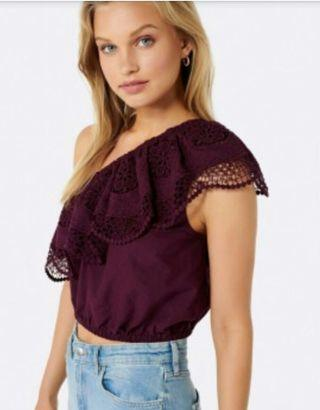 Forever New Isabella One Shoulder Crop Top in Tropical Berry