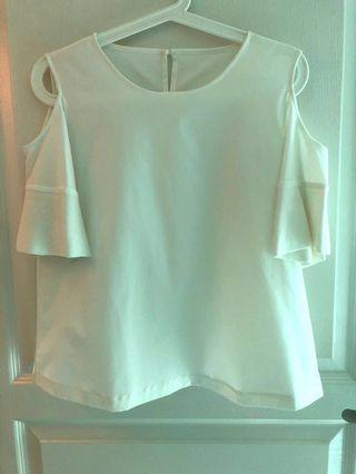🚚 Brand new Giordano Ladies blouse in size 00