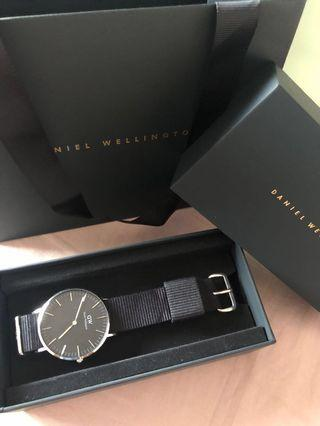 🚚 Daniel Wellington (Classic Black Cornwall)