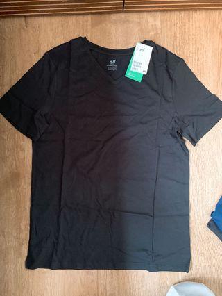H&M V neck T shirt (Black, blue white)