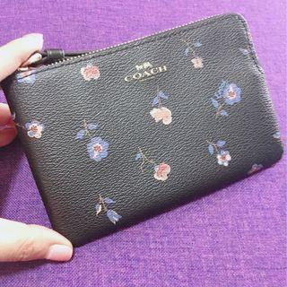 AUTHENTIC NEW COACH CORNER ZIP WRISTLET WITH VINTAGE PRAIRIE PRINT (COACH F67550) <<BLACK & MULTI FLORAL>>