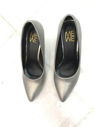MeWe Silver Heels