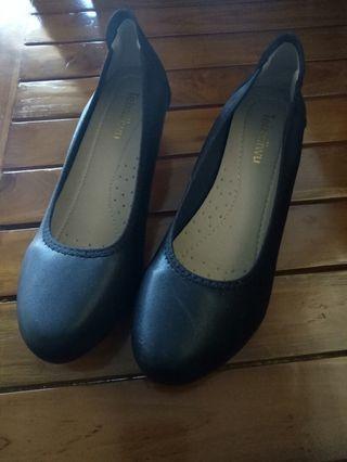 Sepatu hitam heels 3cm