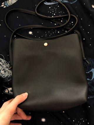 購買泰國 黑色水桶皮袋連化妝袋