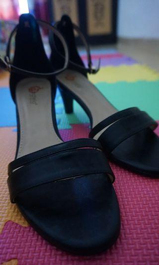 Dijual 2 Pasang Sepatu