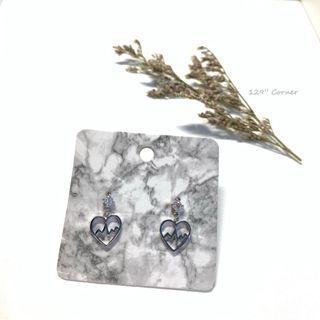 A144. Beating heart earring 耳環