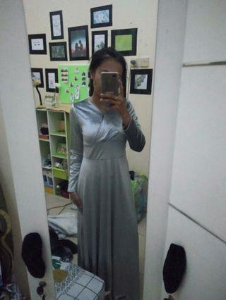 Dress bludru (contoh saat dipakai owner)