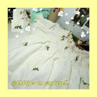 uzzlang daisy embroided yellow off shoulded top! 🌞