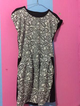 dress hitam motif