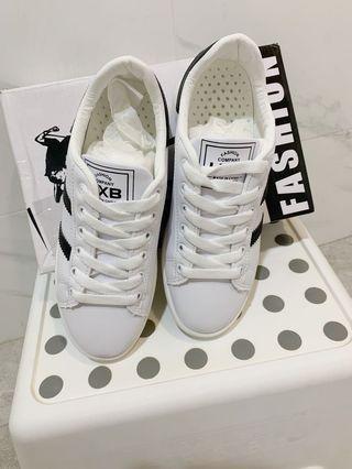 🚚 全新盒裝 黑條紋 小白鞋/休閒鞋 #38(24)
