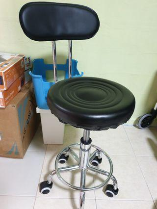 🚚 Beautician roller chair