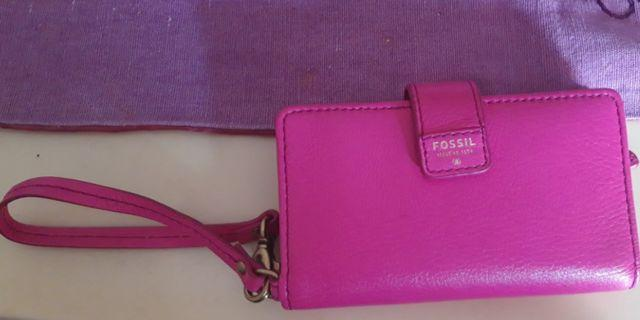 Dompet hp fossil