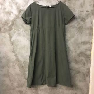 🚚 Uniqlo 軍綠短袖洋裝 棉質混紡 可單穿可當長版上衣 m也可 有棉洗感如圖 無印良品可參考 肩寬40 胸寬48 全長97