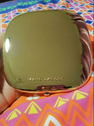 Marc Jacobs Omega highlighter