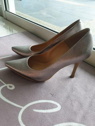 Pointed high heel silver gold color