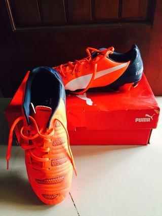 Sepatu bola Puma Evopower4